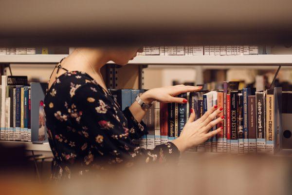 boek in bieb