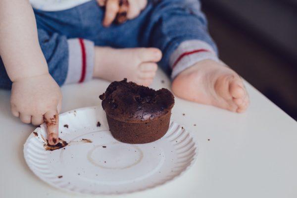 Chocoladevlekken verwijderen uit kleding | Cleanipedia