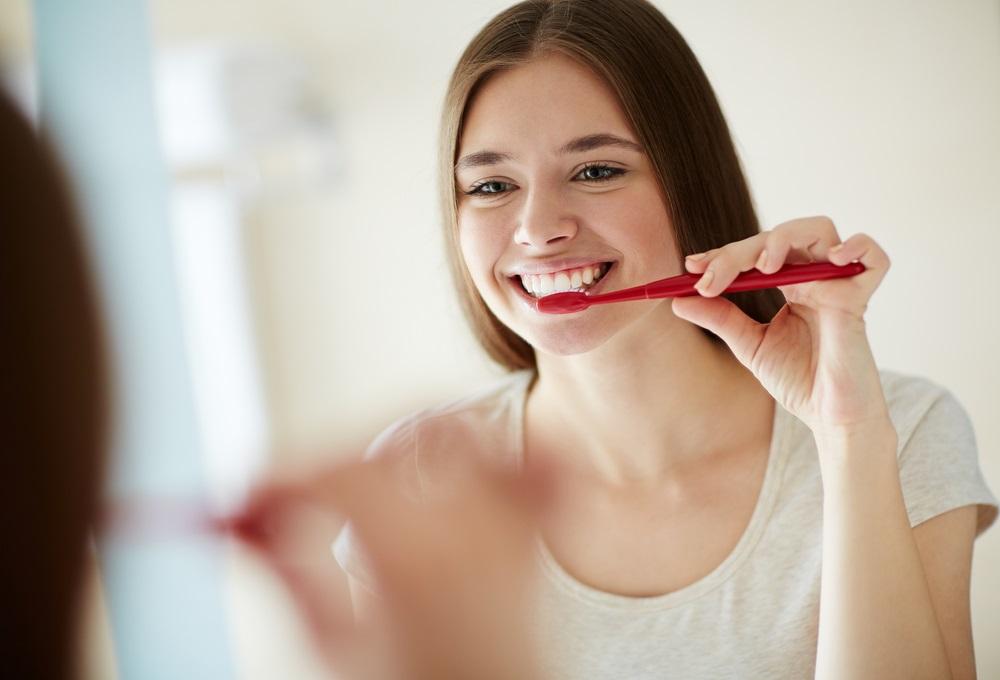Bestrijd-bacterien-door-goed-je-tanden-te-poetsen