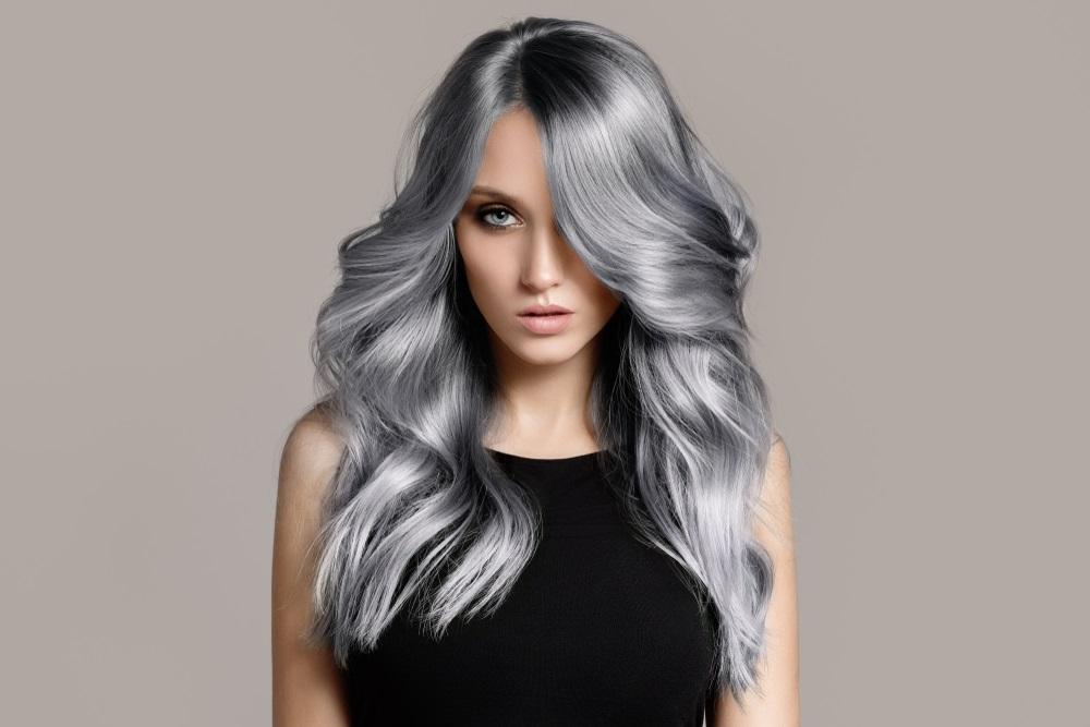 Kleurspoeling grijs haar